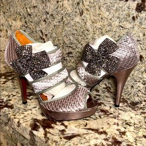 NEW Poetic Licence size 7 crystal bow heel zinc